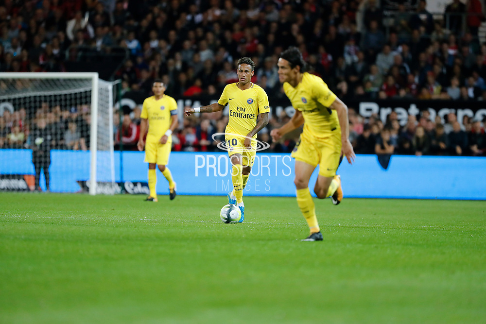 Neymar da Silva Santos Junior - Neymar Jr (PSG) gave the ball to Edinson Roberto Paulo Cavani Gomez (psg) (El Matador) (El Botija) (Florestan) who will score a goal during the French championship L1 football match between EA Guingamp v Paris Saint-Germain, on August 13, 2017 at the Roudourou stadium in Guingamp, France - Photo Stephane Allaman / ProSportsImages / DPPI
