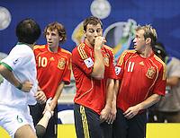 Fussball  International  FIFA  FUTSAL WM 2008   03.10.2008 Vorrunde Gruppe D Libya - Spain Lybien - Spanien Von links Rabie ABDEL (LBY), BORJA (ESP) TORRAS (ESP); MARCELO (ESP) bilden eine Mauer