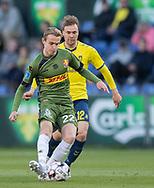 FODBOLD: Jacob Steen Christensen (FC Nordsjælland) og Simon Tibbling (Brøndby IF) under kampen i Superligaen mellem Brøndby IF og FC Nordsjælland den 13. maj 2019 på Brøndby Stadion. Foto: Claus Birch.