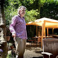 Nederland, Amsterdam , 2 juli 2010..Robert Herman (Rob) Oudkerk (Amsterdam, 20 maart 1955) is een voormalig Nederlands politicus. Hij was lid van de Tweede Kamer en wethouder in de gemeente Amsterdam namens de Partij van de Arbeid. Tevens is Oudkerk huisarts, publicist en politiek commentator. Sinds 15 mei 2007 is Oudkerk als lector verbonden aan de Haagse Hogeschool..Former Member of the Parliament and GP Rob Oudkerk of the Labour Party.