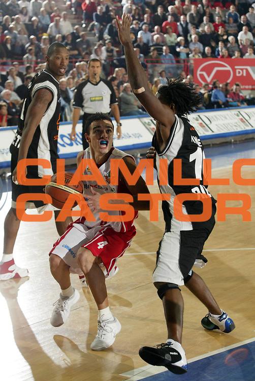DESCRIZIONE : Varese Lega A1 2007-08 Cimberio Varese Solsonica Rieti <br /> GIOCATORE : Marco Passera<br /> SQUADRA : Cimberio Varese<br /> EVENTO : Campionato Lega A1 2007-2008 <br /> GARA : Cimberio Varese Solsonica Rieti   <br /> DATA : 14/10/2007 <br /> CATEGORIA : Penetrazione<br /> SPORT : Pallacanestro <br /> AUTORE : Agenzia Ciamillo-Castoria/E.Pozzo