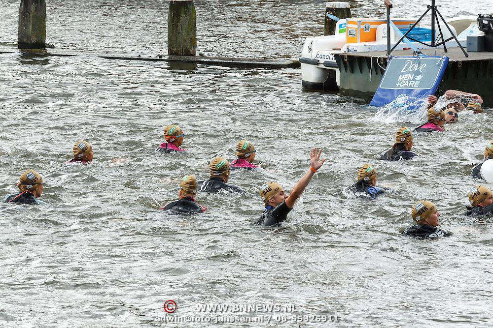 NLD/Amsterdam/20150906 - Amsterdam City Swim 2015, Mariska Bauer nr. 42 links op de foto