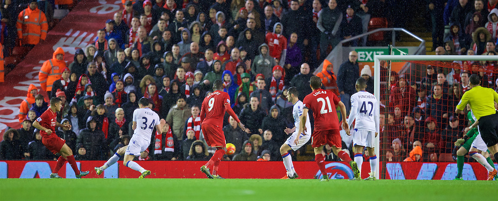 LIVERPOOL, ENGLAND - Sunday, November 8, 2015: Liverpool's Philippe Coutinho Correia scores the first equalising goal against Crystal Palace during the Premier League match at Anfield. (Pic by David Rawcliffe/Propaganda)