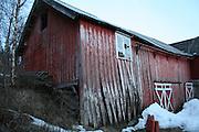 Old barn in Selbu, Norway. Left to rot. Gamle bygninger er en del av kulturarven, men ikke alle blir tatt vare på. Old houses from the norwegian countryside. When old farm houses are not needed any more, many fall down.