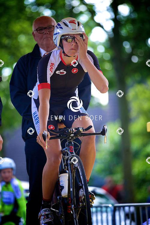 ZALTBOMMEL - Het NK tijdrijden is van start gegaan in Zaltbommel. Diversen amateurs, nieuwe en ook professionele wielrenners gaan hier van start vandaag. Met op de foto Channah Brandsema. FOTO LEVIN DEN BOER - KWALITEITFOTO.NL