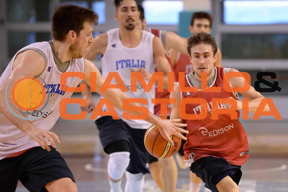 DESCRIZIONE : Ancona raduno nazionale maschile senior <br /> GIOCATORE : <br /> CATEGORIA : Allenamenti<br /> SQUADRA : Nazionale<br /> EVENTO :  Raduno nazionale maschile senior <br /> GARA : Allenamento <br /> DATA : 09/04/2014<br /> SPORT : Pallacanestro <br /> AUTORE : Agenzia Ciamillo-Castoria/Ciamillo<br /> Galleria : Lega Basket A 2012-2013  <br /> Fotonotizia : Ancona Lega A 2013-14 <br /> Ancona Raduno nazionale maschile senior - Autografi<br /> Predefinita :