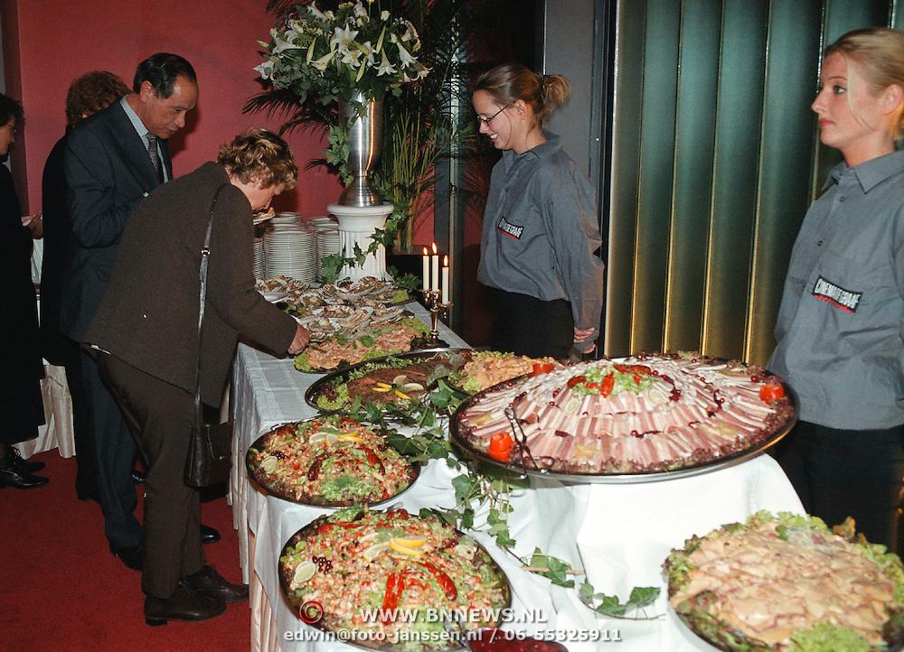 Opening bioscoop Cinema de Graaf Graaf Wichman Plein 2000 Huizen, koud buffet met burgemeester Verdier
