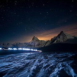 Patrouille des Glacier 21 April 2010 Zermatt, Matterhorn 4478m und Dent d'Hérene 4171m Patroullien auf den weg zur Tete Blanche