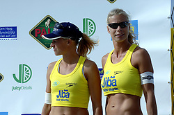 20-08-2006 VOLLEYBAL: NK BEACHVOLLEYBAL: SCHEVENINGEN<br /> Mered de Vries en Patricia Labee<br /> &copy;2006-WWW.FOTOHOOGENDOORN.NL