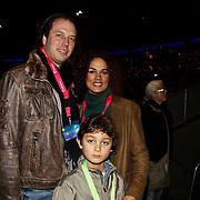 NLD/Harderwijk/20100320 - Opening nieuwe Dolfinarium seizoen met nieuwe show, Chimène van Oosterhout met partner Olaf en zoon Lyam