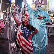Performer in Times Square, la più famosa, luminosa e caotica piazza di New York.