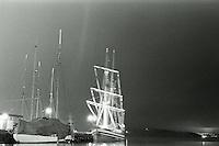 Oslo 20111103. Nattbilde av to seilskuter som ligger til kai i n&aelig;rheten av Akershus festning og Aker Brygge i Oslo.<br /> Foto: Svein Ove Ekornesv&aring;g