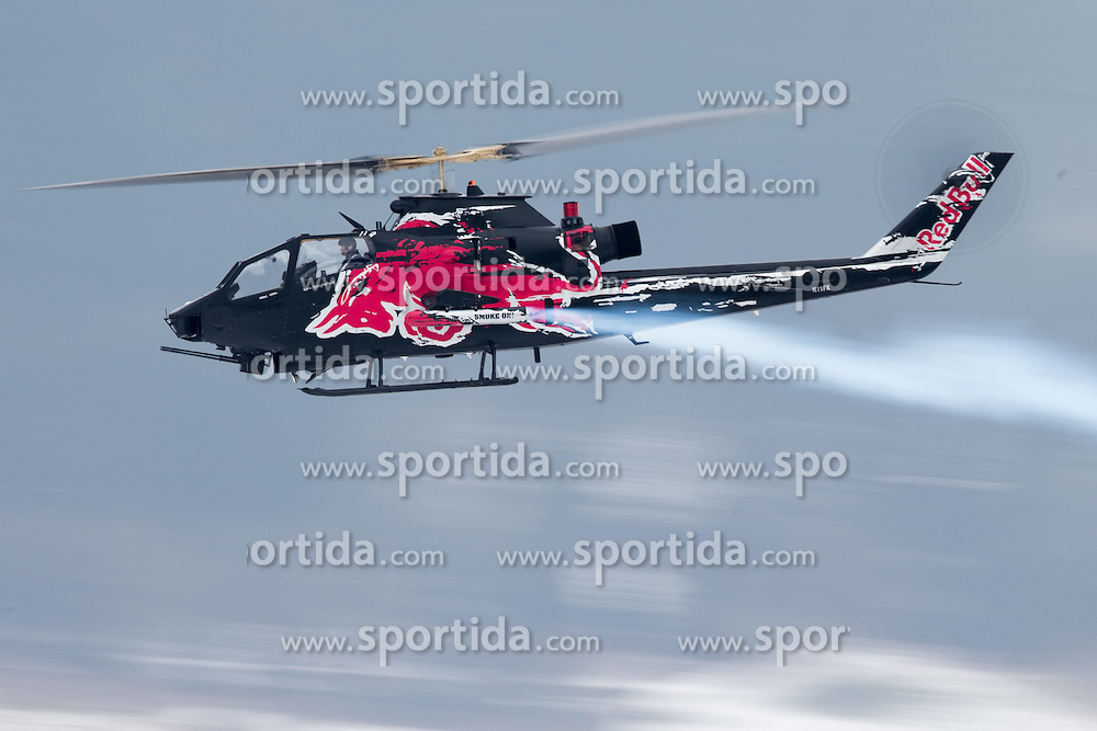 23.01.2015, Streif, Kitzbuehel, AUT, FIS Ski Weltcup, Supercombi, Herren, im Bild Flying Bulls Helikopter, Bell T-AH-1F Cobra // Flying Bulls Helikopter, Bell T-AH-1F Cobra piror to the men's Super Combined of Kitzbuehel FIS Ski Alpine World Cup at the Streif Course in Kitzbuehel, Austria on 2015/01/23. EXPA Pictures © 2015, PhotoCredit: EXPA/ Johann Groder
