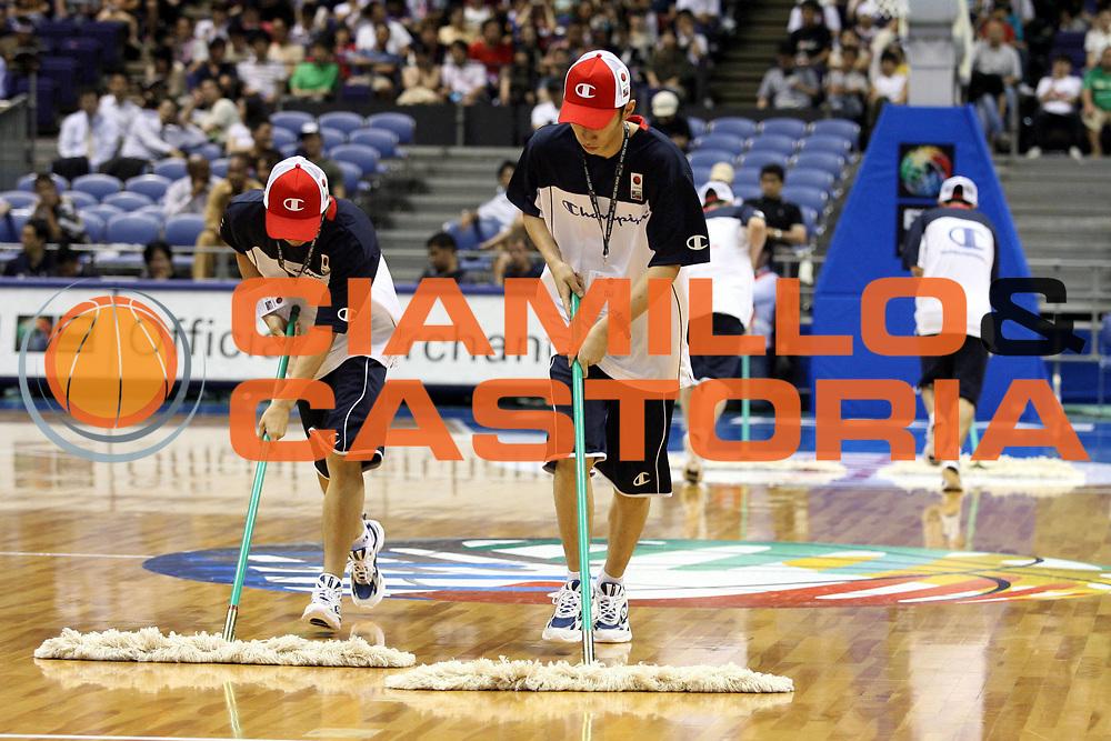 DESCRIZIONE : Sapporo Giappone Japan Men World Championship 2006 Campionati Mondiali Puerto Rico-Usa <br />GIOCATORE : Ball Boys Floorkeeper Champion<br />SQUADRA : <br />EVENTO : Sapporo Giappone Japan Men World Championship 2006 Campionato Mondiale Puerto Rico-Usa <br />GARA : Puerto Rico Usa Porto Rico Stati Uniti America <br />DATA : 19/08/2006 <br />CATEGORIA : <br />SPORT : Pallacanestro <br />AUTORE : Agenzia Ciamillo-Castoria/G.Ciamillo