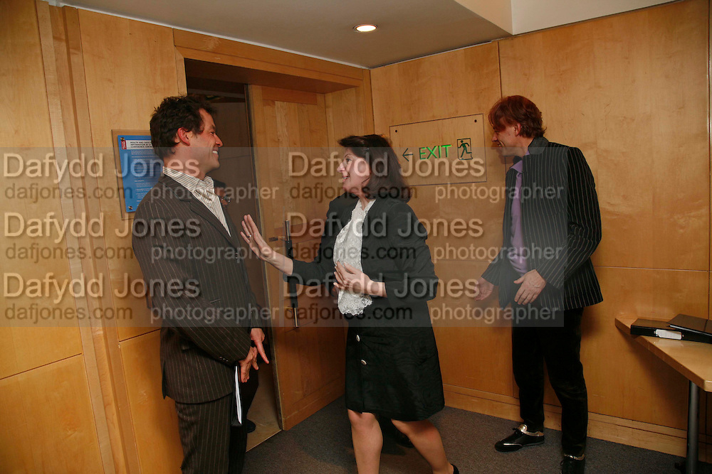 JOSEPHINE HART AND SIR BOB GELDOF. After-drinks JOSEPHINE HART Poetry Hour. British Library. Euston Rd. London. 22 March 2006. ONE TIME USE ONLY - DO NOT ARCHIVE  © Copyright Photograph by Dafydd Jones 66 Stockwell Park Rd. London SW9 0DA Tel 020 7733 0108 www.dafjones.com