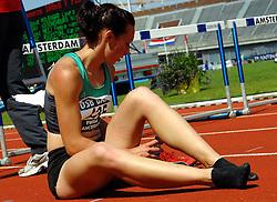 01-07-2007 ATLETIEK: NK OUTDOOR: AMSTERDAM<br /> Rosina Hodde gaat neer op de 100 meter horden<br /> ©2007-WWW.FOTOHOOGENDOORN.NL