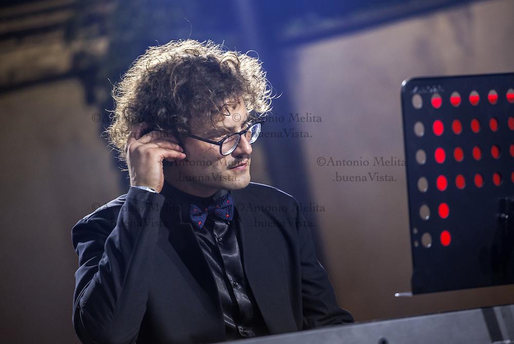 Davide Santacolomba, il pianista sordo, durante la sua performance al Palermo Tattoo Expo 2016.