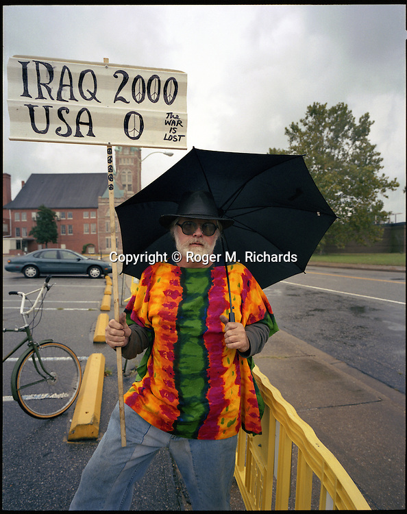 A protester against the US war and occupation of Iraq, Norfolk, Virginia, 2005. Photograph by Roger M. Richards