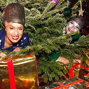 NLD/Hilversum/20151207- Sky Radio's Christmas Tree for Charity, Sharon Doorson en Xander de Buisonje als geschminkde kerstbal