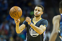 MEMPHIS, TN - DECEMBER 10:  Stephen Curry #30 of the Golden State Warriors makes a pass during a game against the Memphis Grizzlies at the FedExForum on December 10, 2016 in Memphis, Tennessee.  The Grizzlies defeated the Warriors 110-89.  NOTE TO USER: User expressly acknowledges and agrees that, by downloading and or using this photograph, User is consenting to the terms and conditions of the Getty Images License Agreement.  (Photo by Wesley Hitt/Getty Images) *** Local Caption *** Stephen Curry