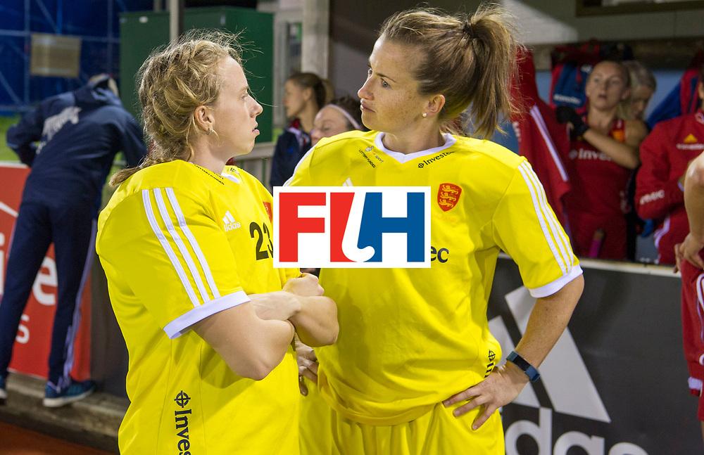 AUCKLAND - Sentinel Hockey World League final women<br /> Match id 10298<br /> 08 Argentina v England 1-0<br /> Foto: Amy Tennant (Gk) and Maddie Hinch (Gk) (r)<br /> WORLDSPORTPICS COPYRIGHT FRANK UIJLENBROEK