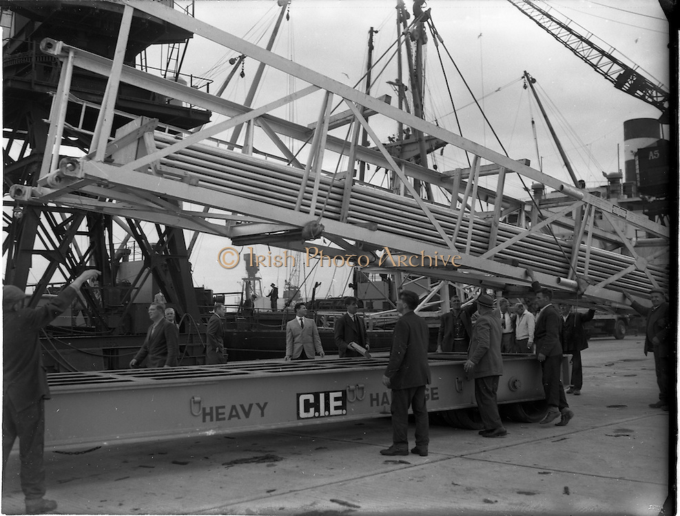 31/07/1962<br /> 07/31/1962<br /> 31 July 1962<br /> Oil drilling equipment arrives at North Wall, Dublin. Image shows unloading of oil drilling machinery  from the ship onto a CIE heavy haulage trailer for Ambassador Irish oil.