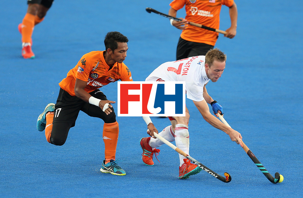 LONDON, ENGLAND - JUNE 25: Barry Middleton of England and Razie Rahim of Malaysia battle for possession during the 3rd/4th place match between Malaysia and England on day nine of the Hero Hockey World League Semi-Final at Lee Valley Hockey and Tennis Centre on June 25, 2017 in London, England. (Photo by Steve Bardens/Getty Images)
