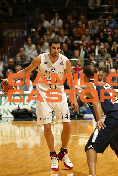 DESCRIZIONE : Bologna Lega A1 2005-06 VidiVici Virtus Bologna Climamio Fortitudo Bologna <br /> GIOCATORE : Vukcevic <br /> SQUADRA : VidiVici Virtus Bologna <br /> EVENTO : Campionato Lega A1 2005-2006 <br /> GARA : VidiVici Virtus Bologna Climamio Fortitudo Bologna <br /> DATA : 15/04/2006 <br /> CATEGORIA : Palleggio <br /> SPORT : Pallacanestro <br /> AUTORE : Agenzia Ciamillo-Castoria/E.Pozzo