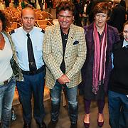 NLD/Almere/20120411 - Persviewing Buch in de Bajes, Menno Buch en partner Nicole, Annemarie Jorritsma en enkele bewaarders