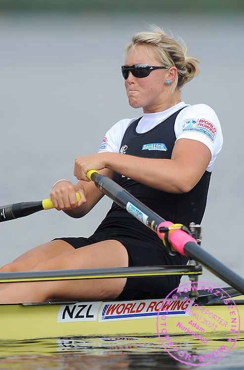 EMMA TWIGG (NEW ZEALAND) COMPETES IN THE SEMIFINAL WOMEN'S SINGLE SCULLS DURING DAY FIVE OF REGATTA WORLD ROWING CHAMPIONSHIPS ON MALTA LAKE IN POZNAN, POLAND...POZNAN , POLAND , AUGUST 27, 2009..( PHOTO BY ADAM NURKIEWICZ / MEDIASPORT )..PICTURE ALSO AVAIBLE IN RAW OR TIFF FORMAT ON SPECIAL REQUEST.