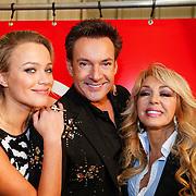 NLD/Utrecht/20121218 - Perspresentatie Sterren Dansen op het IJs 2013, Tess Milne, Gerard Joling en Patricia Paay