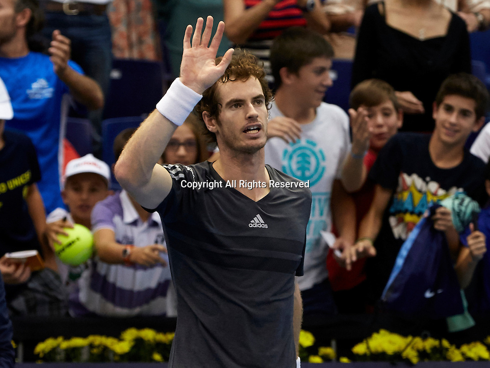 24.10.2014.  Valencia, Spain. Andy Murray of Great Britain versus Kevin Anderson of South Africa. Valencia Open 500 Tennis. Andy Murray of Great Britain salutes the crowd after his victory over Kevin Anderson of South Africa