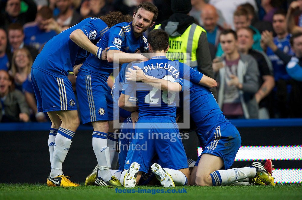 Picture by Alan Stanford/Focus Images Ltd +44 7915 056117.08/05/2013.Ramires of Chelsea celebrates after scoring with his team matesduring the Barclays Premier League match at Stamford Bridge, London..