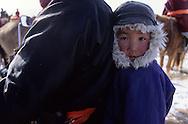 Mongolia. Winter horse race in Malah, eastern    /  un jeune amateur vient voir  la course d'hiver des chevaux à Malah sur la moto de son père  /  313502/9      /  P0003549