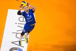 17-04-2016 NED: Play off finale Abiant Lycurgus - Seesing Personeel Orion, Groningen<br /> Abiant Lycurgus is door het oog van de naald gekropen tijdens het eerste finaleduel om het landskampioenschap. De Groningers keken in een volgepakt MartiniPlaza tegen een 0-2 achterstand aan tegen Seesing Personeel Orion, maar mede dankzij invaller Gino Naarden kwam Lycurgus langszij en pakte het de wedstrijd met 3-2 / Jay Blankenau #9 of Lycurgus