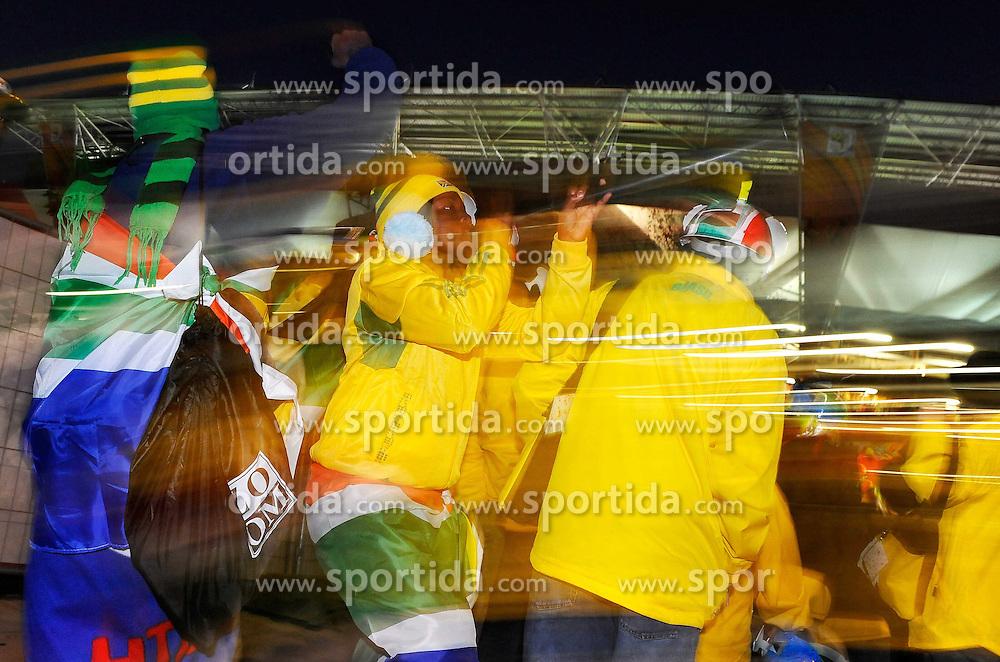15.06.2010, Ellis Park, Johannesburg, RSA, FIFA WM 2010, Brasilien vs Nordkorea im Bild Brasilien Fans mit Vuvzela, Feature, Wischer, EXPA Pictures © 2010, PhotoCredit: EXPA/ InsideFoto/ G. Perottino, ATTENTION! FOR AUSTRIA AND SLOVENIA ONLY!!! / SPORTIDA PHOTO AGENCY