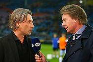 27-02-2016 VOETBAL:VITESSE - WILLEM II:ARNHEM<br /> Trainer/Coach Rob Maas van Vitesse in gesprek met Fox verslaggever Hans Kraay junior<br /> <br /> Foto: Geert van Erven