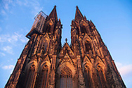 Europa, Deutschland, Koeln, die Westfassade des Doms, Geruest am Nordturm. - <br /> <br /> Europe, Germany, Cologne, the west facade of the cathedral, scaffolding at the nothern tower.