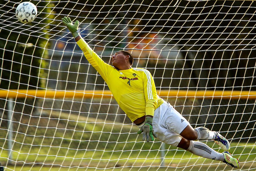 11/15/13 4:25:55 PM --- SOCCER SPORTS SHOOTER ACADEMY - MINI --- COSTA MESA, CA: Golden West College Santa Ana vs Golden West College. Photo by Lamont Wharton, Sports Shooter Academy