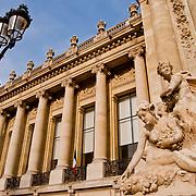 PARIS <br /> París - Francia 2008<br /> Photography by Aaron Sosa<br /> <br /> París es la capital de Francia y de la región de Isla de Francia. Constituida en la única comuna unidepartamental del país, está situada a ambas márgenes de un largo meandro del río Sena, en el centro de la Cuenca parisina, entre la confluencia del río Marne y el Sena, aguas arriba, y el Oise y el Sena, aguas abajo.<br /> La ciudad de París dentro de sus estrechos límites administrativos tiene una población de 2.193.031 habitantes (2007).3 Sin embargo, durante el siglo XX, el área metropolitana de París se expandió más allá de los límites del municipio de París, y es hoy en día la tercera ciudad más grande del continente europeo, con una población de 11.836.970 habitantes (2007).<br /> La región de París (Isla de Francia) es, junto con Londres, el centro económico más importante de Europa. Con 552,7 mil millones de euros (813,4 mil millones de dólares), produjo más de una cuarta parte del Producto Interior Bruto (PIB) de Francia en 2008. La Défense es el primer barrio de negocios de Europa,  alberga la sede social de casi la mitad de las grandes empresas francesas, así como la sede de veinte de las 100 más grandes del mundo. París también acoge muchas organizaciones internacionales como la Unesco, la OCDE, la Cámara de Comercio Internacional o el Club de París.<br /> La ciudad es el destino turístico más popular del mundo, con más de 26 millones de visitantes extranjeros por año. <br /> <br /> Paris is the capital and largest city in France, situated on the river Seine, in northern France, at the heart of the Île-de-France region (or Paris Region, French: Région parisienne). The city of Paris, within its administrative limits (the 20 arrondissements) largely unchanged since 1860, has an estimated population of 2,211,297 (January 2008), but the Paris metropolitan area has a population of 12,089,098,(January 2008), and is one of the most populated metropolitan areas in Europe.