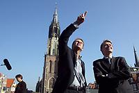 Nederland. Delft, 11 oktober 2002.<br />Jan de Roode (links) en Mike van Breemen, coordinerend regisseur en producer van de NOS  geven leiding aan de organisatie van de televisie-uitzending van de begrafenis van prins Claus.<br />Foto Martijn Beekman<br /><br />NIET BESTEMD VOOR TROUW,AD,PAROOL,TELEGRAAF EN NRC