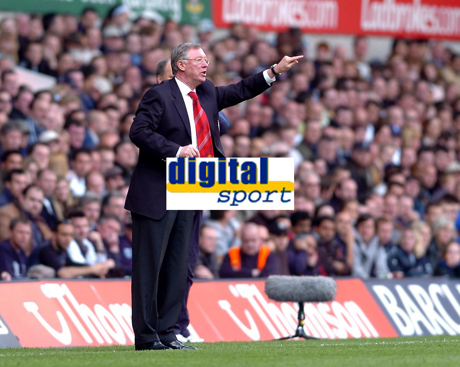 Photo: Leigh Quinnell.<br /> Tottenham Hotspur v Manchester United. The Barclays Premiership. 17/04/2006. Man Utd manager Sir Alex Ferguson gets his point over.