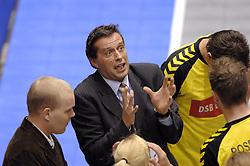 29-12-2006 KORFBAL: CHALLENGE 2006: TULIPS - DALTO DSB BANK: ROTTERDAM<br /> Coach Erik Wolsink tijdens de time out<br /> ©2006-WWW.FOTOHOOGENDOORN.NL