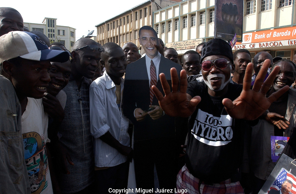 Young Luos, celebrates with a person size image,  the victory of democratic candidate Barack Obama for US President, in the city of Kisumu in the shore of Lake Victoria, Kenya. (PHOTO: MIGUEL JUAREZ LUGO).