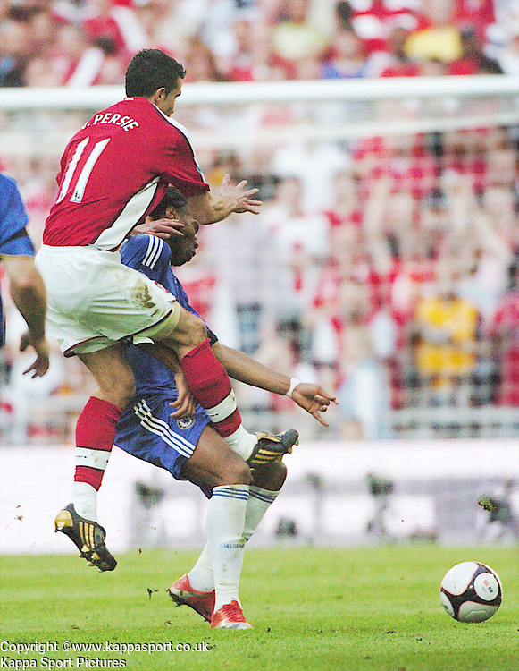 CHELSEA DIDIER DROGBA, GETS A ARM IN THE FACE FROM ARSENALS ROBIN VAN PERSIE, Arsenal v Chelsea, FA Cup Semi Final, Wembley Stadium, Saturday 18th April 2009