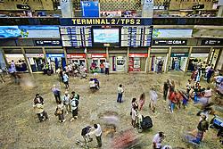 O Aeroporto Internacional de São Paulo / Guarulhos (conhecido popularmente também como Aeroporto de Cumbica), é o principal e o mais movimentado aeroporto do Brasil, localizado no estado de São Paulo, na cidade de Guarulhos sendo o maior aeroporto do Brasil e o segundo maior do Hemisfério Sul em vôos internacionais, atrás apenas do Aeroporto Internacional de Sydney. No transporte de carga, é o maior da América Latina e ocupa a 66ª posição entre os mais movimentados do mundo.[ FOTO: Jefferson Bernardes / Preview.com