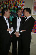 Richard Cork, Mark Jones and Anthony Gormley. Royal Academy Annual dinner to celebrate the opening of the Summer exhibition. Royal Academy. Piccadilly. London. 1 June 2005.  ONE TIME USE ONLY - DO NOT ARCHIVE  © Copyright Photograph by Dafydd Jones 66 Stockwell Park Rd. London SW9 0DA Tel 020 7733 0108 www.dafjones.com