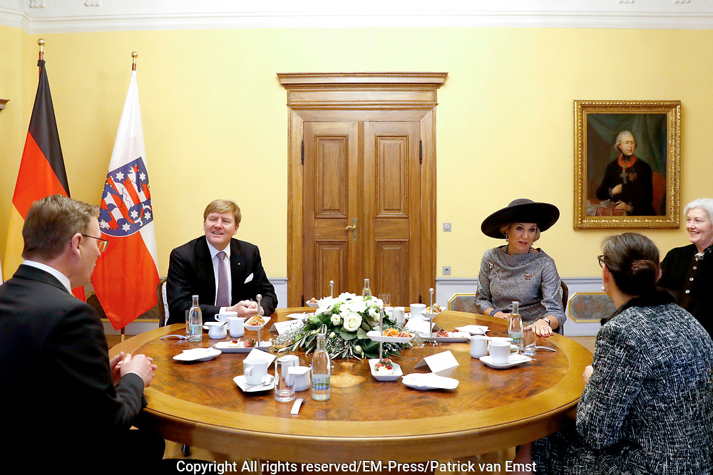 Werkbezoek van Zijne Majesteit de Koning, vergezeld door Hare Majesteit Koningin Maxima aan de Duitse deelstaten Thüringen, Saksen en Saksen-Anhalt<br /> <br /> Working visit of His Majesty the King, accompanied by Her Majesty Queen Maxima in the German states of Thuringia, Saxony and Saxony-Anhalt<br /> <br /> op de foto / On the Photo:  Gesprek met minister-president Ramelow locatie: Staatskanzlei /// Interview with Prime Minister Ramelow location: Staatskanzlei