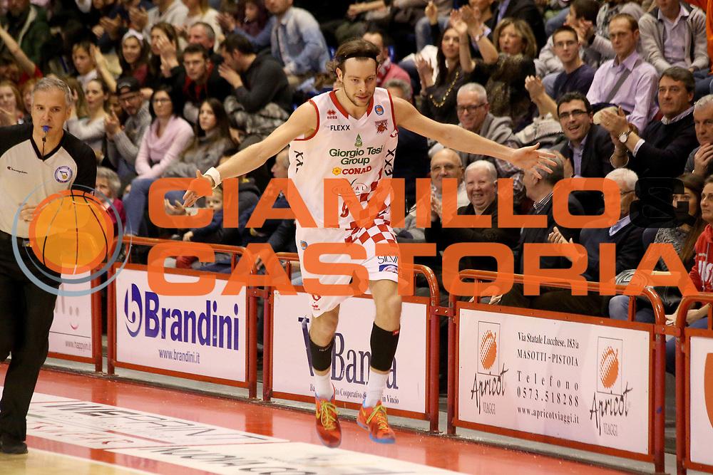 DESCRIZIONE : Campionato 2015/16 Giorgio Tesi Group Pistoia Betaland Capo D'Orlando<br /> GIOCATORE : Antonutti Michele<br /> CATEGORIA : Esultanza<br /> SQUADRA : Giorgio Tesi Group Pistoia<br /> EVENTO : LegaBasket Serie A Beko 2015/2016<br /> GARA : Giorgio Tesi Group Pistoia - Betaland Capo D'Orlando<br /> DATA : 03/01/2016<br /> SPORT : Pallacanestro <br /> AUTORE : Agenzia Ciamillo-Castoria/S.D'Errico<br /> Galleria : LegaBasket Serie A Beko 2015/2016<br /> Fotonotizia : Campionato 2015/16 Giorgio Tesi Group Pistoia - Betaland Capo D'Orlando<br /> Predefinita :
