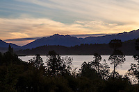 LAGO PELLEGRINI Y SIERRAS AL ATARDECER, CHOLILA, PROVINCIA DEL CHUBUT, ARGENTINA (PHOTO © MARCO GUOLI - ALL RIGHTS RESERVED)